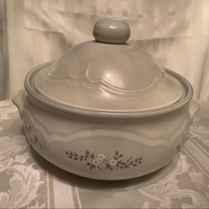 Pfaltzgraff Heirloom Covered Baking Dish